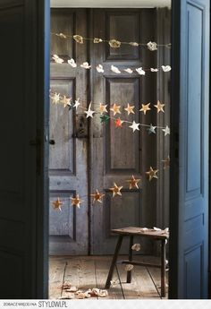 Hand-made paper star garland // toast. DIY Christmas or New Year party decoration. Noel Christmas, All Things Christmas, Winter Christmas, Christmas Crafts, Christmas Decorations, Christmas Garlands, Christmas Paper Chains, Star Decorations, Christmas Morning