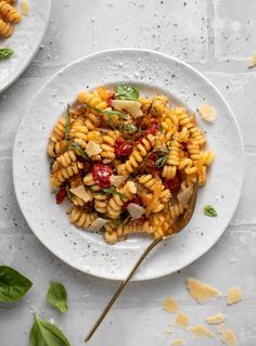 caramelized onion tomato pasta with basil Cherry Tomato Pasta, Cherry Tomatoes, Potluck Dishes, Pasta Dishes, Pasta Food, Pasta Sauces, Sandwiches, Cooking Recipes, Healthy Recipes