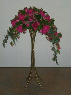 Our society promotes Floral Art and 'Friendship Through Flowers' in Perth, Western Australia. We welcome you to join our friendly society. Church Flower Arrangements, Funeral Arrangements, Funeral Bouquet, Concrete Garden Ornaments, Flower Chart, Table Centerpieces, Orchids, Glass Vase, Gardens
