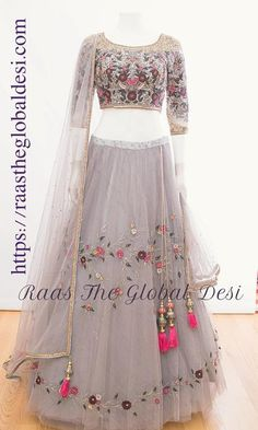 New bridal saree royal Ideas Party Wear Indian Dresses, Party Wear Lehenga, Indian Gowns Dresses, Indian Bridal Outfits, Dress Indian Style, Indian Fashion Dresses, Indian Designer Outfits, Designer Dresses, Lehnga Dress