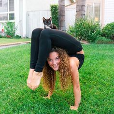 I love Sofie dossi Ashi Ross, Sofie Dossi, Flexibility Dance, Spa Treatment Room, Gymnastics Poses, Dancing Drawings, Contortionist, Dance Like No One Is Watching, Barefoot Girls