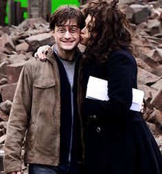 His face! Love Daniel Radcliffe, Love Helena Bonham Carter, do not love that she can`t come kiss me like that. I can assure you my face would look just like his.