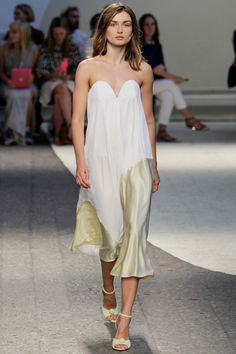 Simple Daytime Emmy's Loveliness with Seriously Chic Shoes!  Sportmax Spring 2014 Ready-to-Wear Collection Slideshow on Style.com