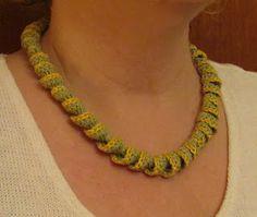 Virkpia: spiral crochet necklace