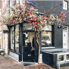 Ideas flowers shop facade for 2019 Amsterdam Shops, Cafe Design, Store Design, Luxury Store, Model Foto, Deco Floral, Shop Fronts, Cafe Interior, Amazing Flowers