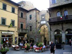 Cortona, bajo el sol de la Toscana (Italia)