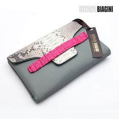 Best Leather Wallets For Women 2019 Best Leather Wallet, Leather Clutch Bags, Leather Handbags, Leather Bag Design, Leather Projects, Wallets For Women, Purses And Handbags, Fashion Bags, Avon