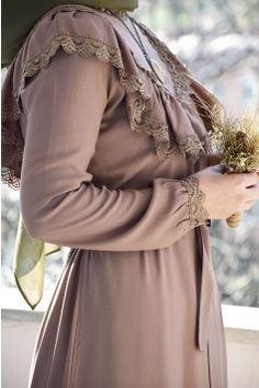 Abaya Fashion, Muslim Fashion, Fashion Dresses, Iranian Women, Muslim Dress, Frock Design, The Dress, Frocks, Pretty Dresses