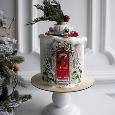 A very unusual Christmas cake. A red front door, snow-covered trees and a car on top - amazing work. Christmas Themed Cake, Christmas Cake Designs, Christmas Cake Decorations, Holiday Cakes, Christmas Treats, Christmas Baking, Christmas Cakes, Aloe Vera Creme, Tree Cakes