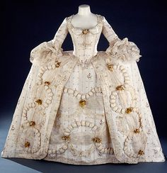 rococo fashion. If lolitas want to be historically accurate, we can do this and claim 3 bus seats. Petticoats aren't big enough. tsk!