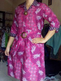 Dress pink Batik alus Motif merak Rp100.000