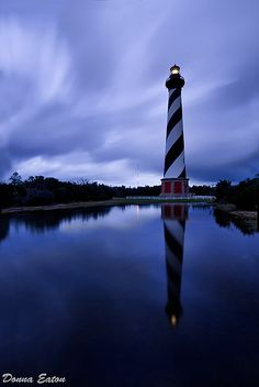 Cape Hatteras, North Carolina - Jeff and I have climbed step by step to the top of this wonderful lighthouse, one of my favorite memories. Places To Travel, Places To See, North Carolina Homes, Carolina Usa, Cape Hatteras Lighthouse, Lighthouse Pictures, Beacon Of Light, Emerald Isle, Belle Photo