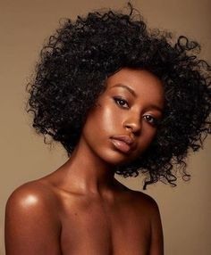 70 Ebony Beauty Portrait Photography Examples — Richpointofview Dark And Lovely Beauty Portrait, Female Portrait, Dark Skin Beauty, Hair Beauty, Black Beauty, Curly Hair Styles, Natural Hair Styles, Ebony Models, Pelo Afro