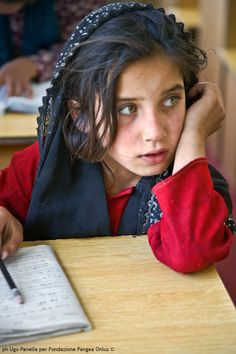 "Sognare.  In: ""Afghanistan a volto scoperto"" (www.pangeaonlus.org)"