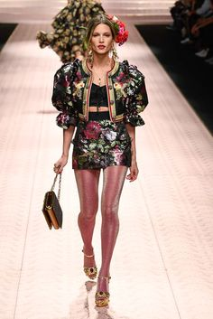 Dolce & Gabbana Spring 2019 Ready-to-Wear collection, runway looks, beauty, mode. High Fashion Trends, Fashion Week, Trendy Fashion, Fashion Brands, Luxury Fashion, Fashion Show, Fashion Outfits, Spring Fashion, Womens Fashion