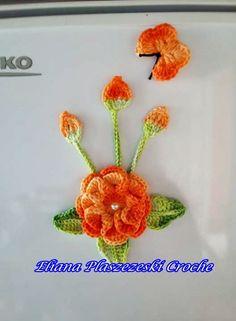 Summer Sunflower pattern by Maz Kwok Crochet Diy, Learn To Crochet, Crochet Motif, Irish Crochet, Crochet Crafts, Knitted Flowers, Crochet Flower Patterns, Bathroom Crafts, Sunflower Pattern