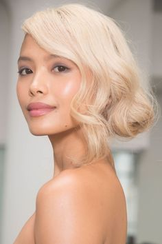 The Best Bridal Beauty Looks For Runway beauty looks to consider while you're still planning the big day Fall Wedding Hairstyles, Bride Hairstyles, Hairstyles 2018, Marchesa, Bridal Beauty, Bridal Hair, Wedding Makeup Tips, Natural Makeup Looks, Hair Photo