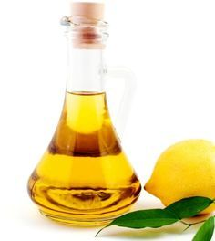 For Itchy Scalp - Mix 2 Tbsp fresh lemon juice, 2 Tbsp olive oil and 2 Tbsp water, and massage into damp scalp. Let mixture sit for 20 minutes, then rinse and shampoo hair. Treatment can be applied every other week. Homemade Beauty, Diy Beauty, Beauty Hacks, Beauty Tips, Beauty Products, Beauty Bar, Body Products, Beauty Ideas, Natural Hair Care