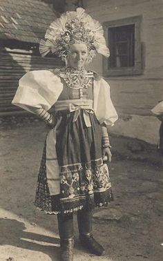 Most of pictures illustrate rural Slovakia and its peasants who are bearers of Slovak folk culture which is basically pagan, thus interesting for Slavdom as such. Romania People, Shaman Woman, Bridal Headdress, Folk Costume, Costume Dress, Vintage Pictures, Traditional Outfits, Pagan, Kebaya