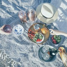 Picnic on the Beach - The Style Guide Beach Picnic, Style Guides, Plates, Tableware, House, Licence Plates, Dishes, Dinnerware, Griddles