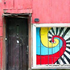 Valparaiso door by@laciudadalinstante #valparaíso #chile #instagram #instagramers #icu_chile #communityfirst #fachada #facade #streetart #colorful Knock Knock, Chile, Symbols, Doors, World, Instagram, The World, Icons, Chilis