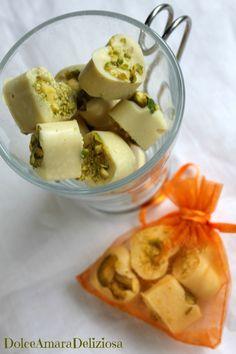 Io per la festa della donna preparo questi cioccolatini bianchi con pistacchi, e voi? ^-^