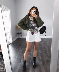 Confira várias ideias de como usar camisão ou camisetão. Foto instagram @rubilove #fashion Trendy Summer Outfits, Cute Comfy Outfits, Winter Fashion Outfits, Edgy Outfits, Look Fashion, Teen Fashion, Mode Pastel, Weekly Outfits, Mode Style