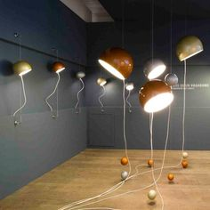 Intriguining design of a lamp which can be used in multipe ways. Lamp Vagabond by Fred Lambert.