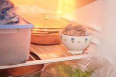 Bustine di tè verde nel frigo per i cattivi odori