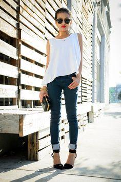 skinny jeans. loose white top. black heels.
