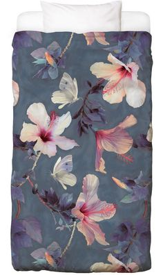 Butterflies & Hibiscus Flowers als Bettwäsche | JUNIQE