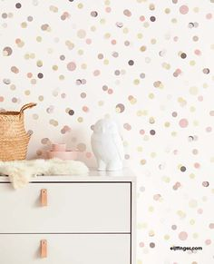 Pink confetti Kids room Eijffinger wallpaper Article number: 299002 This confetti wallpaper brings joy to your kids room. The closet and the owl are from the brand 'Babypark'.