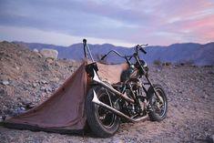 """punch-drunk-love-sick: """"One man show. (at Death Valley National Park) """" this is punk Punsch-Betrunken-Liebeskrank: """"Ein-Mann-Show. # (im Death Valley National Park) """"das ist Punk Harley Davidson Knucklehead, Harley Davidson Chopper, Harley Davidson Motorcycles, Harley Bikes, Motorcycle Camping, Chopper Motorcycle, Camping Gear, Motorcycle Art, Bobber Custom"""