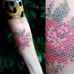 Trabalho do @fer_er feita com mastersink #ink #arte #artenocorpo #artenapele #tattoo #lovetattoos #love #rosa #colorido #tattoo2me #mastersink
