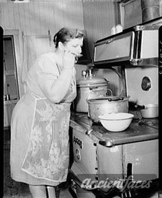 Vintage Lifestyle Emma Gagnon, - Emma Gagnon, near Fort Kent, Maine. on the Gagnon farm in August of making soup. This photo is part of a series of photos taken of the Gagnon farm for the Farm Security Administration / Office of War Information. Vintage Pictures, Old Pictures, Old Photos, Time Pictures, The Farm, Aprons Vintage, Vintage Farm, Vintage Decor, Old Kitchen