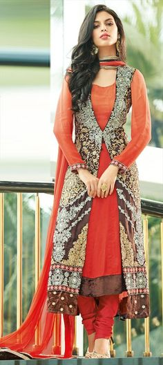 402818: embroidered jacket with #salwarkameez. #Chic