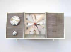 Mid Century Modern AM Clock Radio - Restored with New Tubes and Connections - Working Zenith Radio - The Vintage Resource