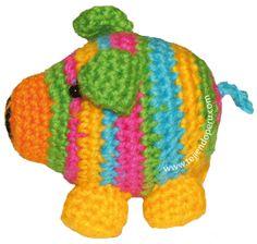 Tutorial: chanchitos or crocheted pigs (pigs amigurumi) in Spanish Crochet Pig, Crochet For Kids, Crochet Animals, Crochet Toys Patterns, Amigurumi Patterns, Stuffed Toys Patterns, Doll Patterns, Japanese Crochet, Amigurumi Doll