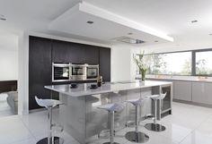 17 Trendy Kitchen Designs Ideas That Are Worth Seeing Kitchen Room Design, Best Kitchen Designs, Cream And Grey Kitchen, Walnut Kitchen, Mid Century Modern Kitchen, Handmade Kitchens, Contemporary Kitchen Design, Cool Kitchens, Modern Kitchens