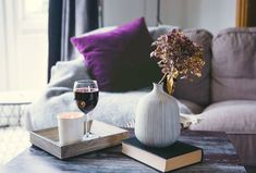 Pantone Colour Of The Year and Home Interior Trends! Décor Violet, Ultra Violet, Modern House Design, Modern Interior Design, Purple Home Decor, Bohemian House, Mid Century Lighting, Modern Floor Lamps, Home Trends