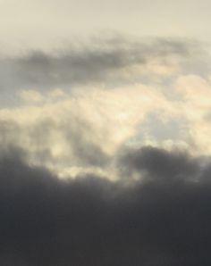 erivärisiä pilviä