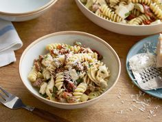 Fusilli with Sausage, Artichokes, and Sun-Dried Tomatoes recipe from Giada De Laurentiis via Food Network Fusilli Pasta Recipe, Pasta Salad Recipes, Everyday Food, How To Cook Pasta, Dried Tomatoes, Pasta Dinners, Sun Dried, Food Network Recipes, Cooker Recipes
