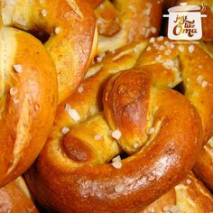 German Pretzels -- crispy on the outside, soft on the inside. Dunk these, still warm from the oven, into hot German mustard. A real Oktoberfest treat! How To Make Pretzels, Homemade Pretzels, Soft Pretzels, Austrian Recipes, German Recipes, Croatian Recipes, Austrian Food, Hungarian Recipes, Authentic German Pretzel Recipe