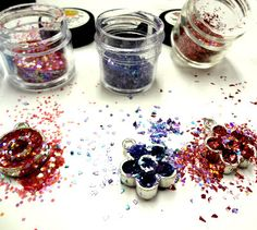 I LOVE RESIN: using Resin Obsession pewter bezels with glitters