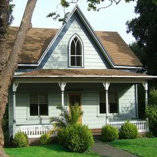 LOVE this website.  Inspiration everywhere, with hundreds of cottage and house plans (from Hobbit to Fairytale to English country to American Farmhouse themes) to choose from!