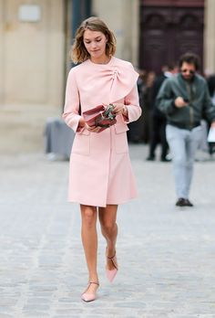 I love how this look is feminine but still very sharp and grounded. The clean lines and polished, flat shoes and petal-pink color is such a chic juxtaposition. x