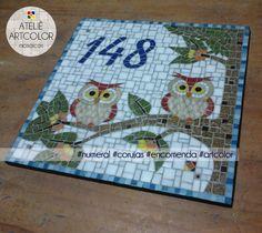 mosaico de numero da casa Mosaic Crafts, Mosaic Projects, Mosaic Art, Mosaic Glass, Projects To Try, Mosaic Ideas, Mosaic Animals, Mosaic Birds, Mosaic Birdbath