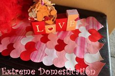 Craft paper table runner valentines day 34 Ideas for 2019 All Valentine Day, Valentines Day Party, Diy Crafts For Gifts, Crafts For Kids, Toddler Crafts, Holiday Crafts, Holiday Fun, Holiday Decor, Tape Crafts
