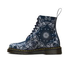 MADE IN MUSIC: This version of the classic Pascal 8-eye boot is a nod to the rich, storied history of the paisley bandana - and its role in the modern music scene.The unisex boot features premium Backhand leather in the classic 8-eye silhouette - and features the classic Doc's DNA, including grooved sides, yellow stitching and the iconic air-cushioned sole.