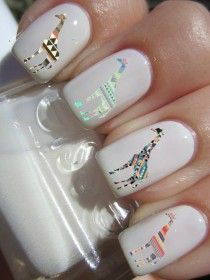 White nails with Giraffes